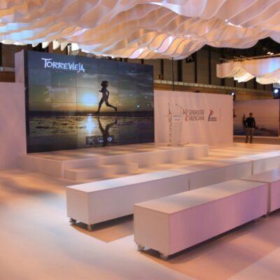 Bancos-alquiler-de-mobiliario-y-complementos-Alicante-Alaves-Innovation-1