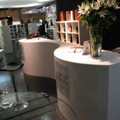 Mostrador-onda-alquiler-de-mobiliario-y-complementos-Alicante-Alaves-Innovation-3